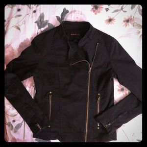 Forever 21: Fitted Black zipper Jacket